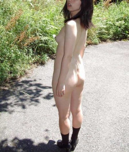 熟女野外露出 画像082