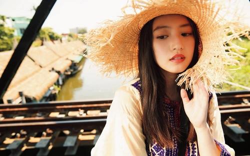 今田美桜グラビア画像009
