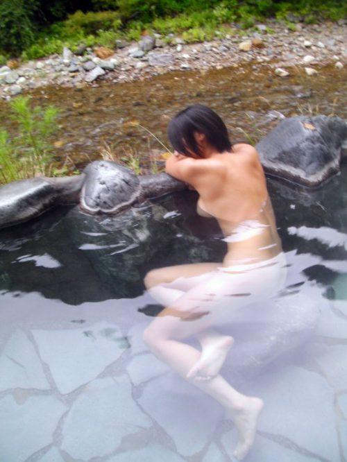 素人温泉エロ画像020