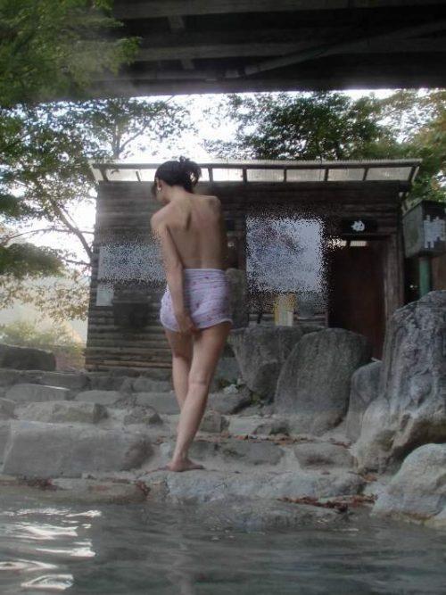 素人温泉エロ画像043