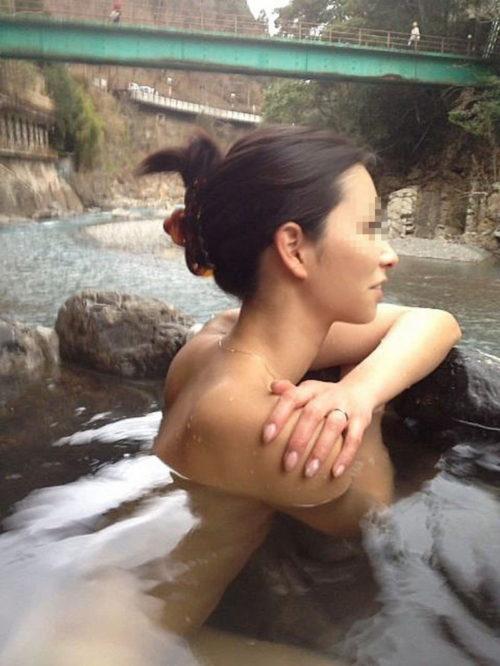 素人温泉エロ画像048