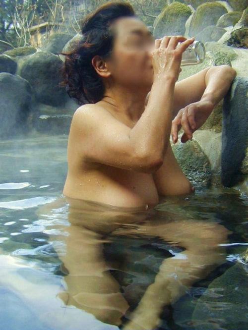 素人温泉エロ画像068