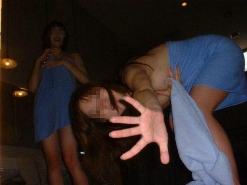 素人温泉エロ画像079