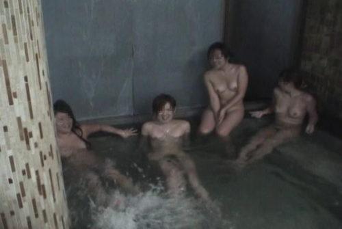 素人温泉エロ画像081