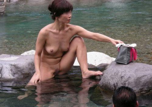 素人温泉エロ画像095