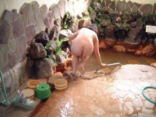 素人温泉エロ画像098