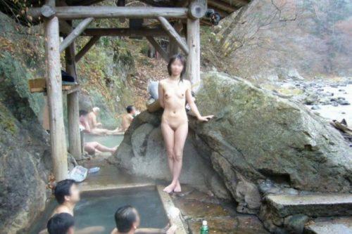 素人温泉 エロ画像135