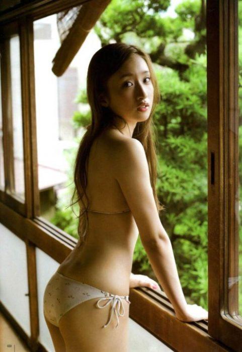 梅田彩佳エロ画像041