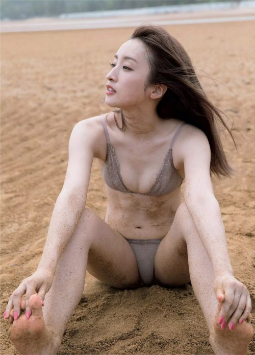 梅田彩佳エロ画像056
