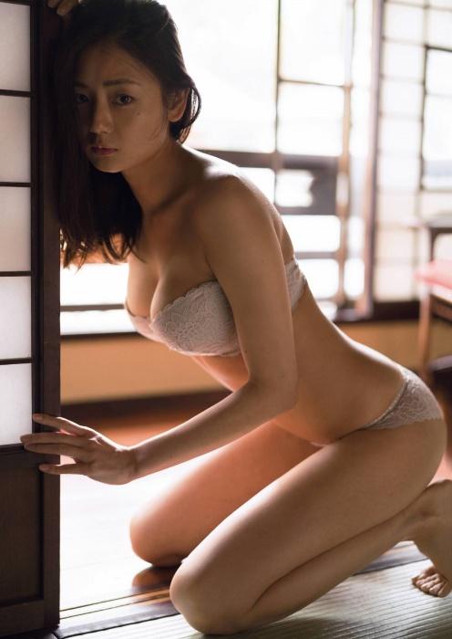 片山萌美エロ画像004