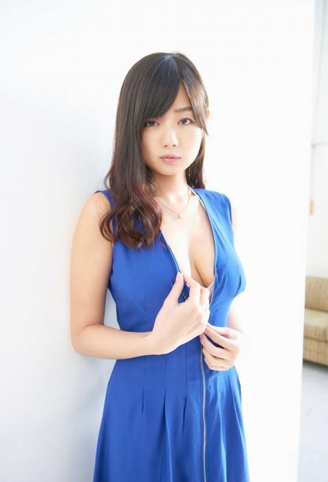 片山萌美エロ画像017