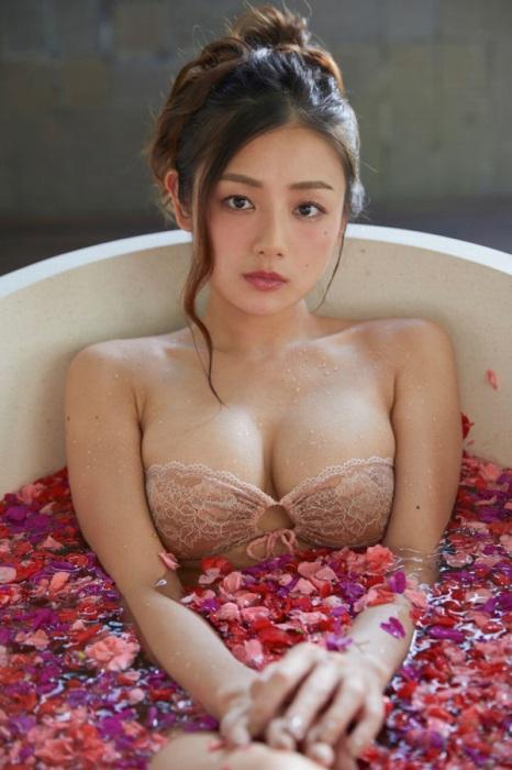 片山萌美エロ画像024