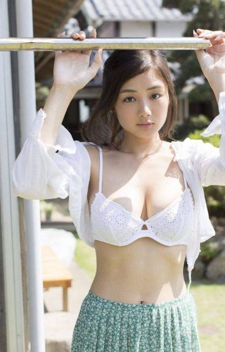 片山萌美エロ画像047