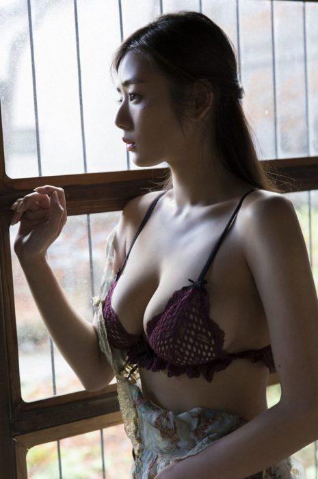 片山萌美エロ画像059