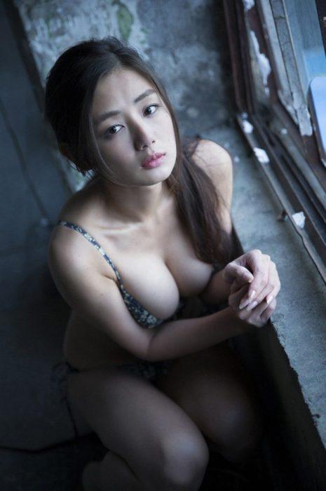 片山萌美エロ画像060
