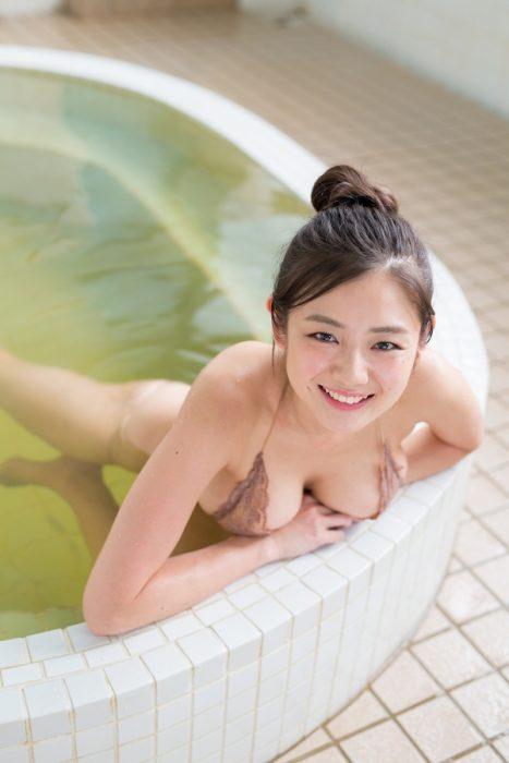 片山萌美エロ画像061