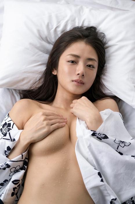片山萌美 エロ画像01_002