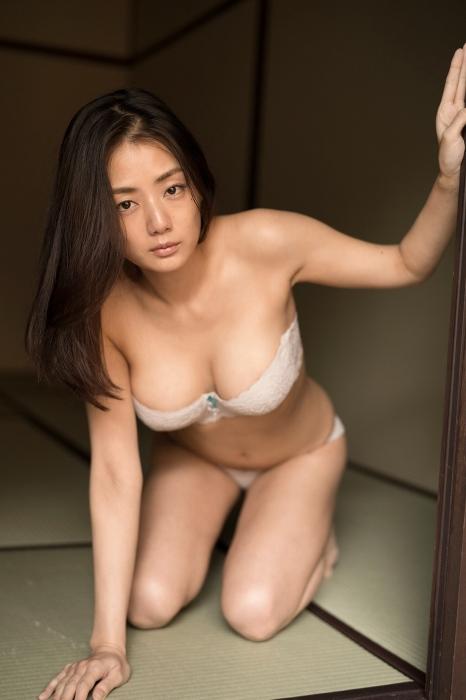 片山萌美 エロ画像01_003