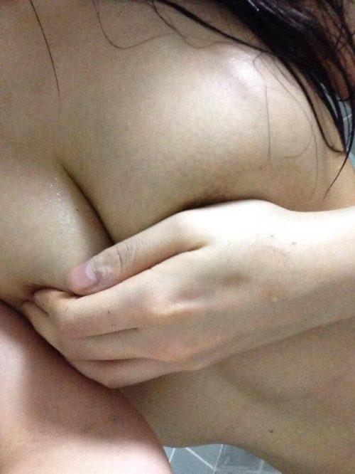 素人手ブラ エロ画像095