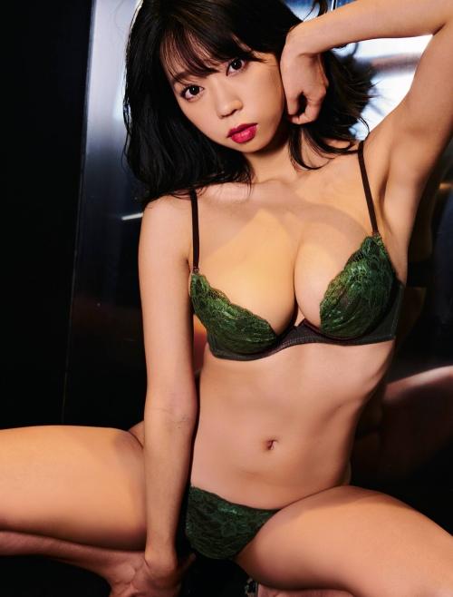青山ひかる 画像01_040