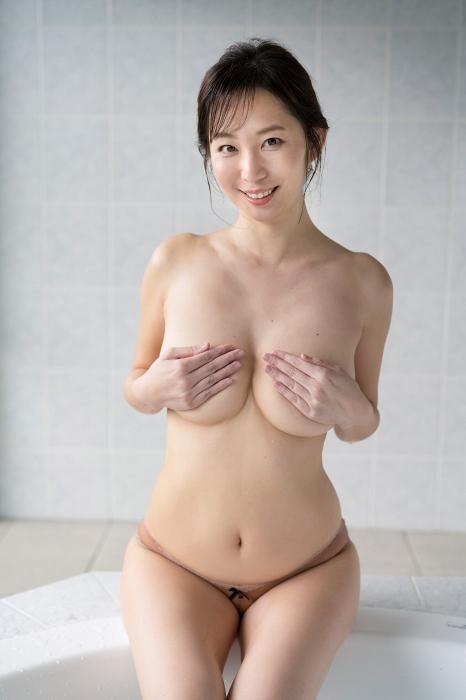 塩地美澄 画像01_070