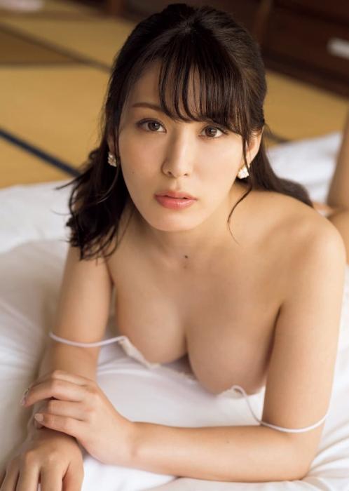 金子智美エロ画像009