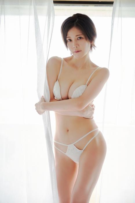 高宮まりエロ画像020
