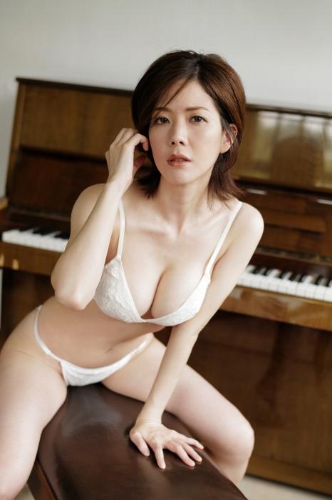 高宮まりエロ画像052